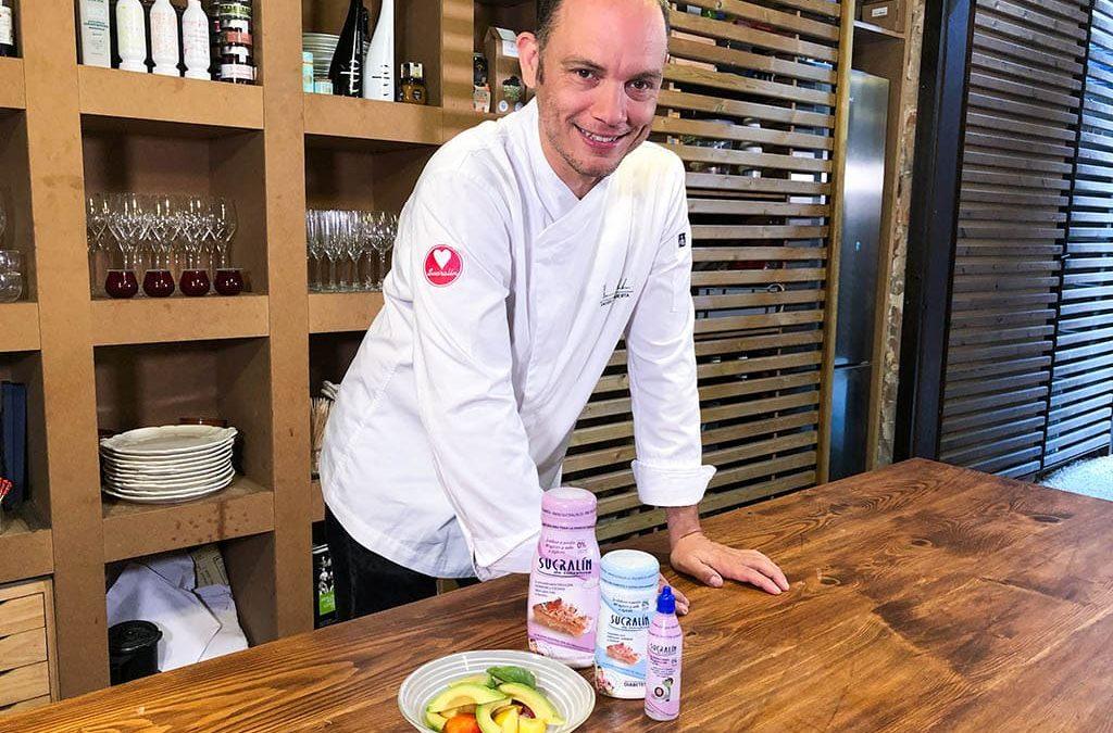 Ensalada de nectarinas en almíbar de Sucralín y aguacates, con una base de yogur griego